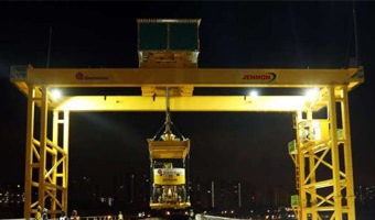 gantry crane can use solar to power lights